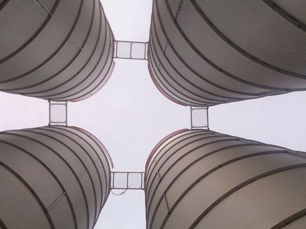 4 silos vista desde abajo_1