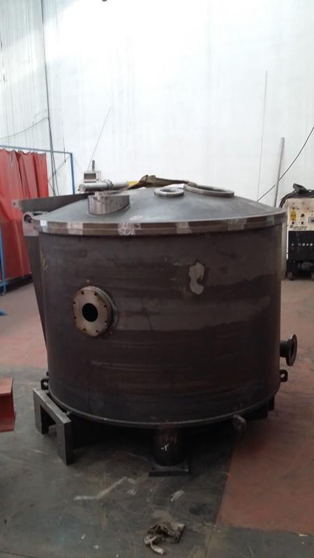 Carbon steel basket for chlorine derivatives centrifuge