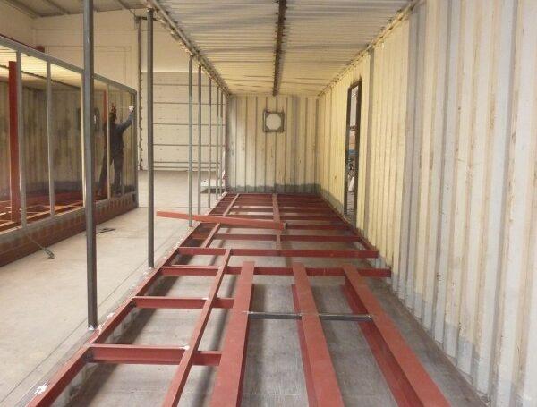 Adaptation des conteneurs pour l'usine d'entrepôt