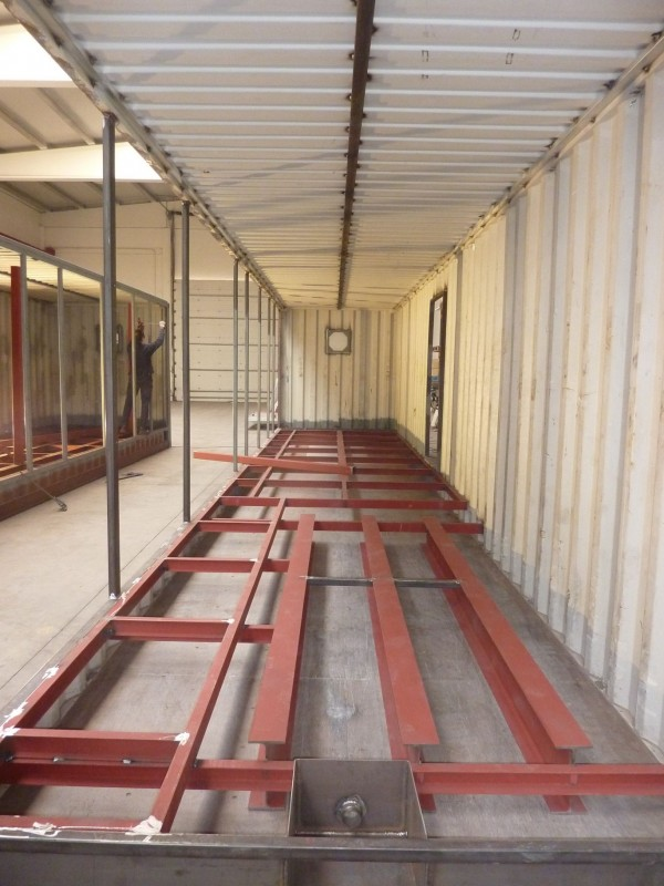 Adaptation of containers for warehouse plant