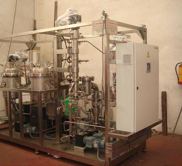 Pilot plant for destillation