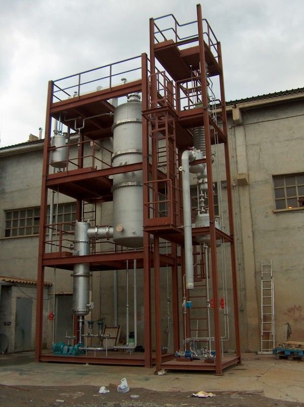 Pilot plant for fistillation with falling film