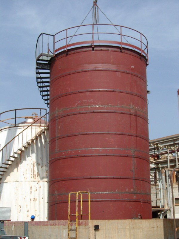 Fabricación y montaje tanque de almacenamiento en acero al carbono